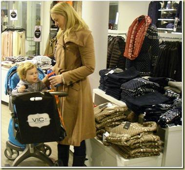 M L 2011-12 X-Mas Shopping Vic 1