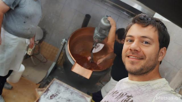 Μαθαίνουμε πως φτιάχνεται το παραδοσιακό λουκούμι Σύρου.
