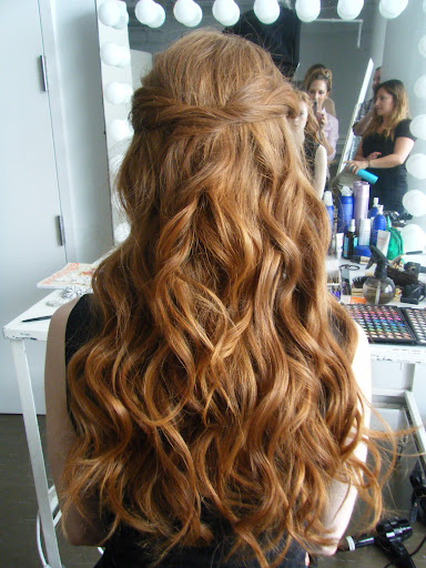 How gorgeous are these wavy tendrils?