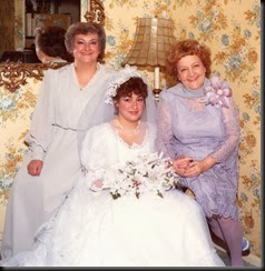 Mom, Simmy and Grannie Annie 1985077