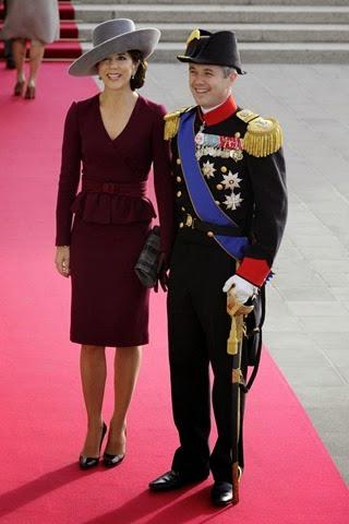El príncipe heredero Federico de Dinamarca (dcha) y su mujer, la princesa Mary