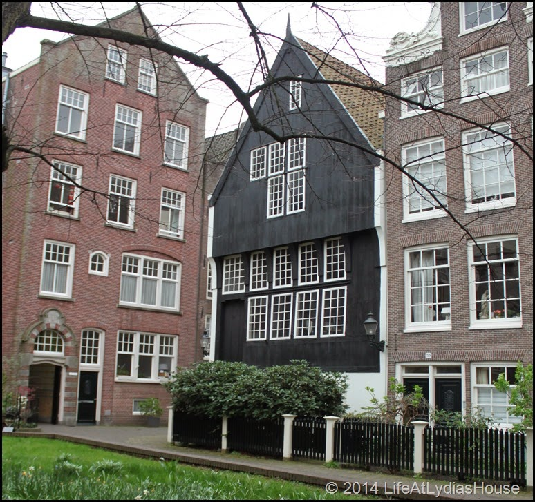 wood house 1528
