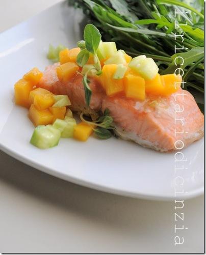 salmone con insalata di mango e maggiorana