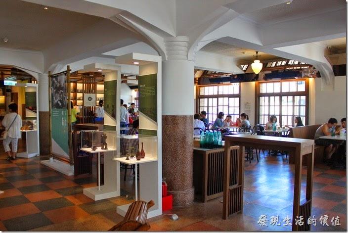 台南林百貨四樓有林百貨咖啡廳。