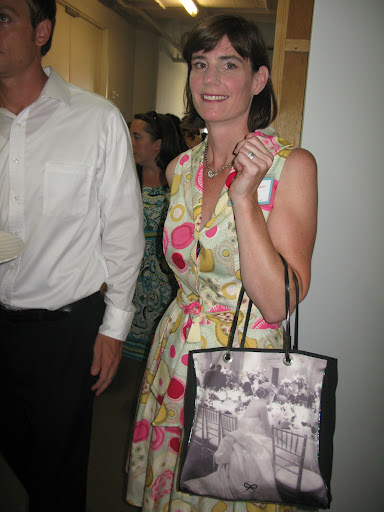 Don't you love this bag that Catherine Lash is toting?
