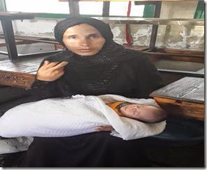 الام امتياز ابو عرار 27 عاما والمولود عبد الحي العمر 5 ايام