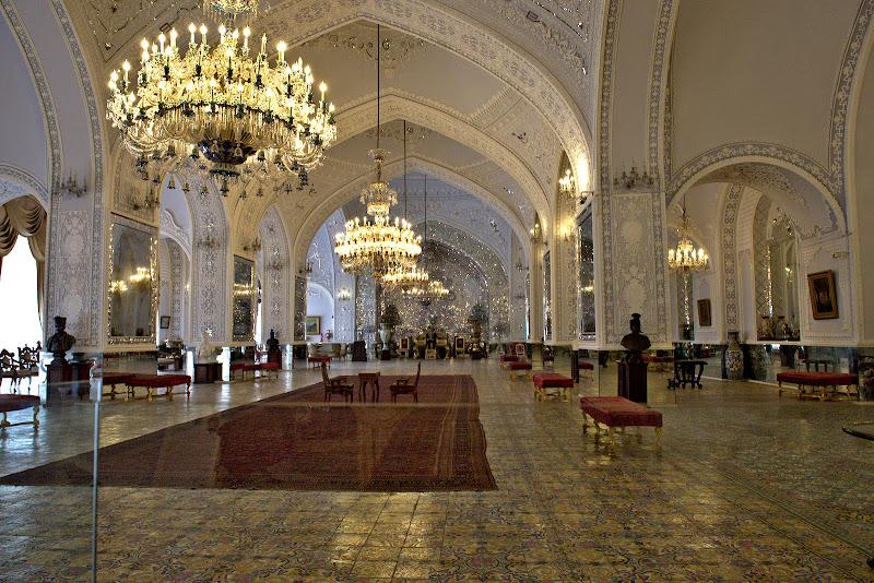 Intr-un fel de Versailles in stil persan.