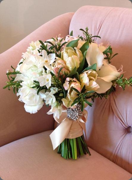 422808_370518712975615_436057505_n white lilac