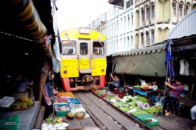 maeklong-railway-market-6