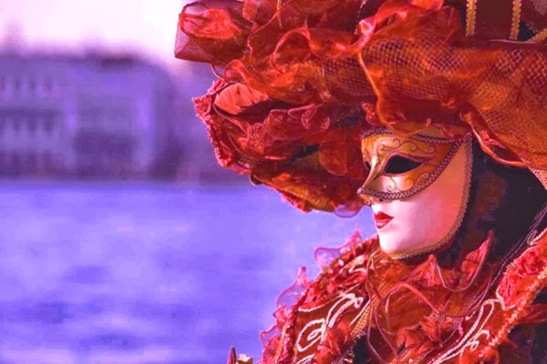 Venice-Carnival-Mask-Outfit-485x728