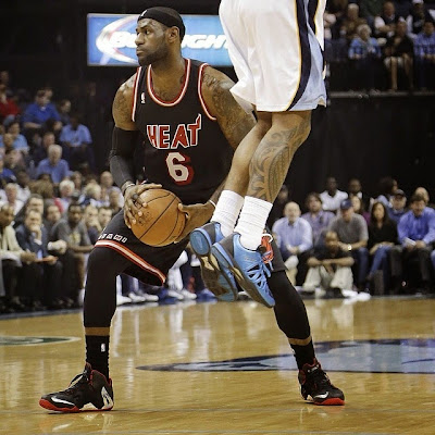 lebron james nba 140409 mia at mem 02 James Debuts New LeBron 11 Away PE and Soldier 7 in Memphis