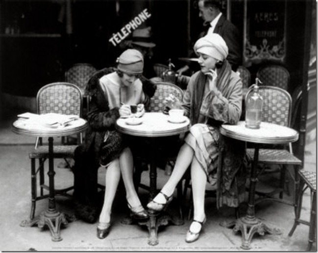 PL085~Women-sitting-at-a-Cafe-Terrace-Posters