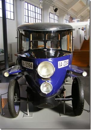 Rumpler-Tropfenwagen_-_Frontansicht_(Deutsches_Museum_Verkehrszentrum)