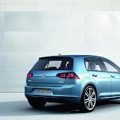 2013-Volkswagen-Golf-7-7.jpg