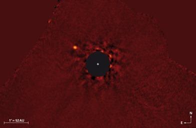 imagem em infravermelho do sistema Kappa Andromedae