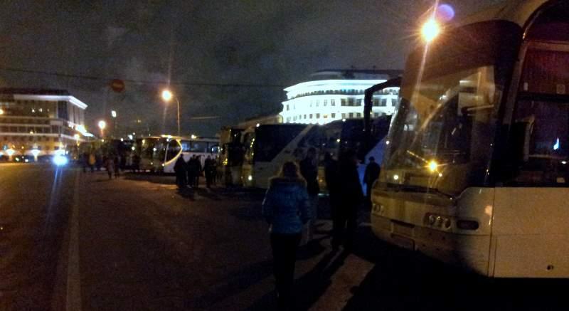 Автобусы для доставки нашистов и румоловцев на митинг