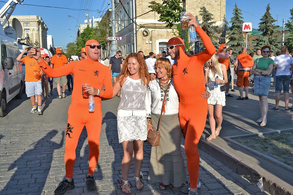 Евро 2012 по футболу. Харьков. 13 июня. Перед матчем Голландия - Германия - 60