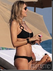 rita-rusic-black-bikini-in-miami-09-675x900