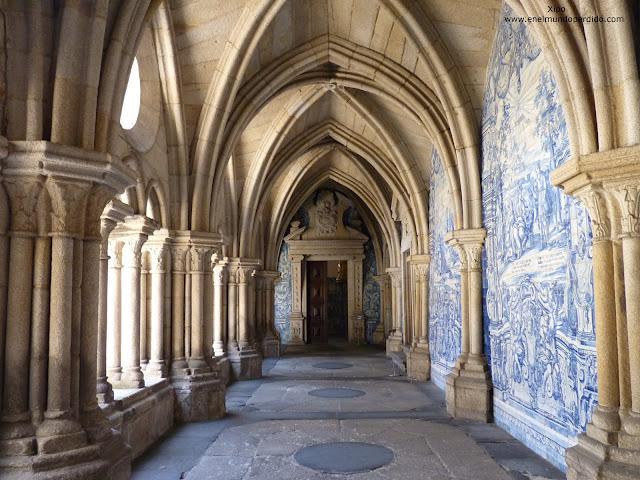 Claustro-catedral-Oporto.JPG