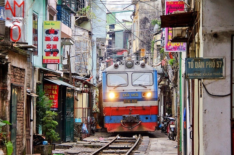 hanoi-train-track-6