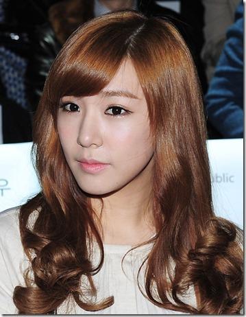 Foto Tiffany Girls Generation di Tempat Tidur