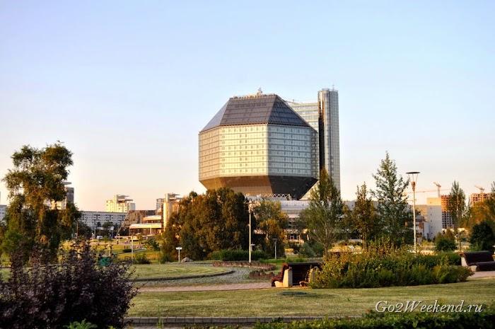 Minsk_nazionalnaya_biblioteka