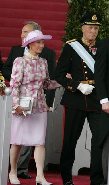 La reina Sonia de Noruega, que llegó al templo madrileño acompañada por su marido
