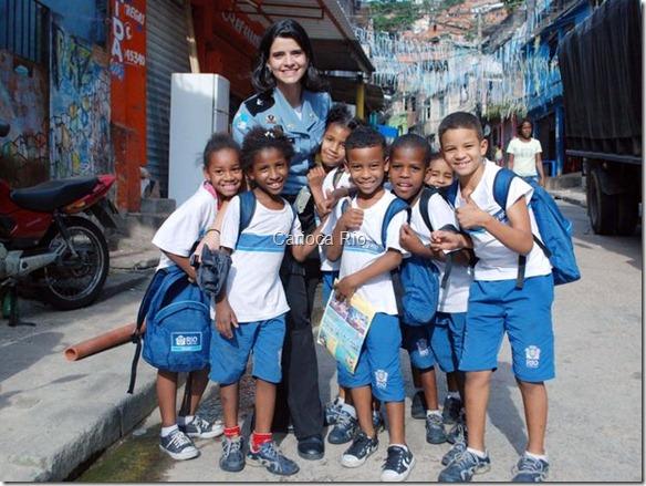 Tatiana é bem recebida entre crianças de escola municipal