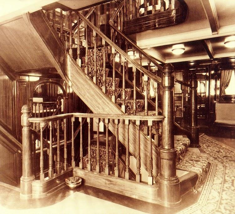 Buque MALLORCA. Escala de primera clase. Foto del libro Trasmediterranea. Hacia el Nuevo Milenio. 1917-1997.jpg