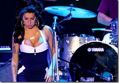 Morre Amy Winehouse - Fotos Notícias Causa