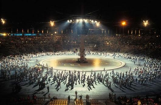 La cérémonie d'ouverture des XVIe Jeux Olympiques d'hiver d'Albertville, mise en scène par le chorégraphe Philippe Decouflé.