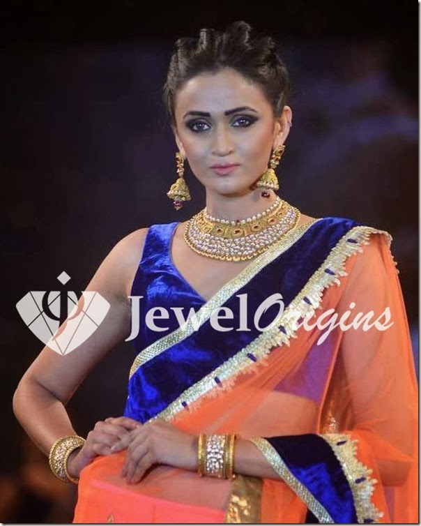 Gold_Necklace_and_Jhumkas