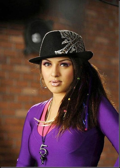 Hansika hot image in velayutham movie_08