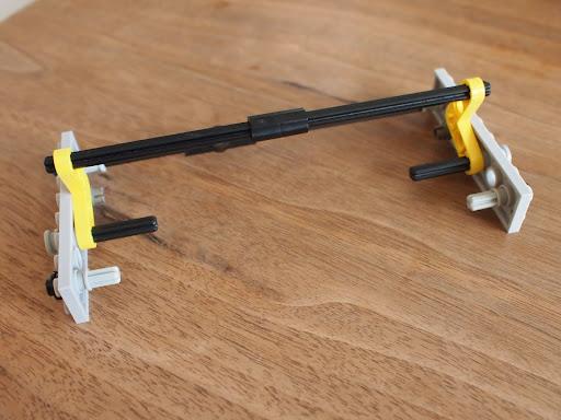 [写真]LEGOで作ったスマホスタンド