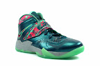 lebrons soldier7 power couple 09 web white The Showcase: Nike Zoom Soldier VII Power Couple (GitD)