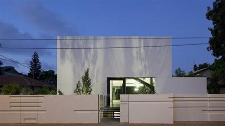 fachada-minimalista-casa-Ramat-Gan