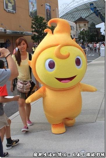 日本-環球影城,我總覺得這個小水滴的旁邊應該要有人扶持,因為真的很容易跌倒啊!