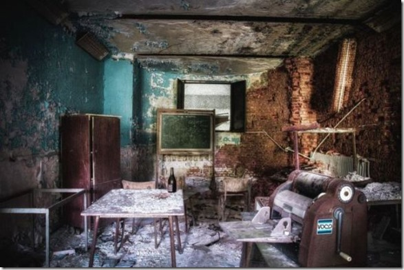 abandoned-castle-belguim-12