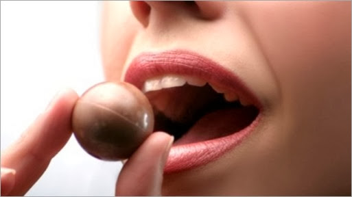 woman-chocolate-1-e1329186505533 - copia - copia - copia