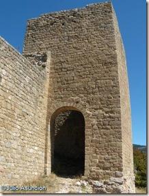 Entrada al recinto amurallado - Castillo e Loarre