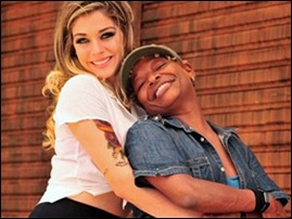 Luma Costa e a cantora Mart'nalia