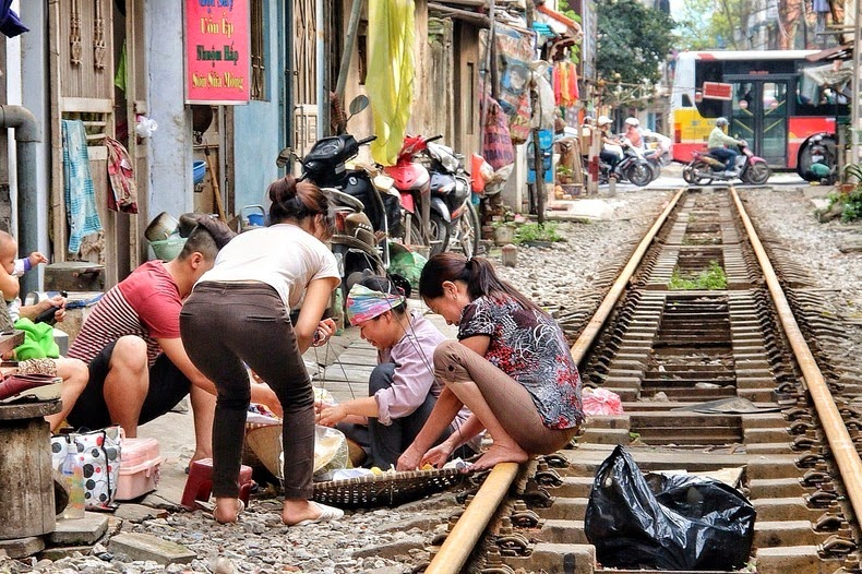 hanoi-train-track-3
