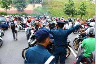 Gambar Mat Rempit Demo Depan Rumah Ambiga. Memalukan Geng Rempit Der!