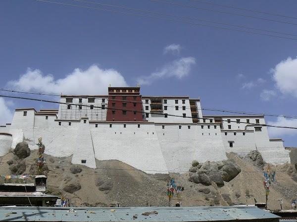 Obiective turistice Tibet: palatul de Shigatse.JPG