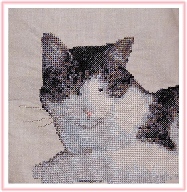 Katten Malin, brodert i korssting. Broderiet er laget i 5D Cross Stitcher