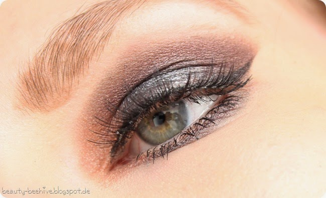 Springtime Grunge Blogparade Augenmakeup Geschminkt MAC Blacktrack essence natural effect lashes sleek oh so special palette roller lash mascara duo wimpernkleber look 1