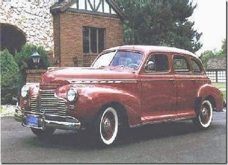 1941_Chevrolet_Special_Deluxe_Sport_Sedan-a1