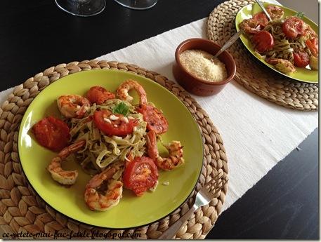 Tagliatelle cu creveţi şi roşii la grătar