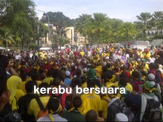 Live Bersih 3.0! Keadaan di luar Masjid Negara