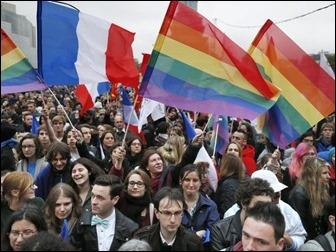 paris Milhares de pessoas festejam casamento gay